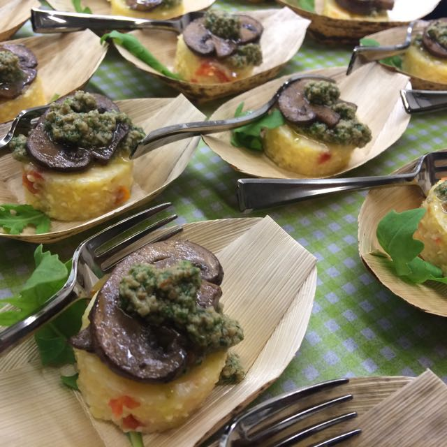 Spicy Tuesday – Sundried Tomato Polenta with Arugula Pesto and Mushrooms – Garlic!
